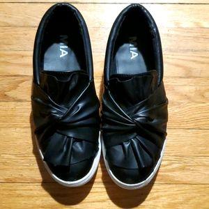 Mia black shoes size 6